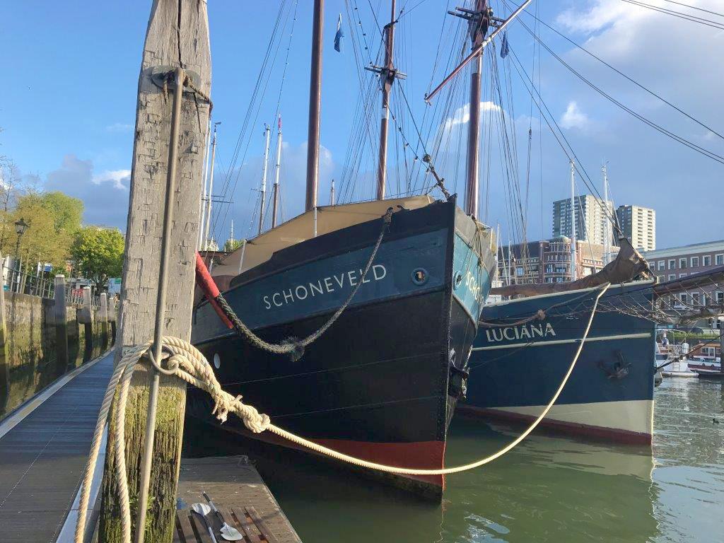 Schooneveld en Luciana in de Veerhaven in Rotterdam